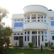 7 bedroom furnished house with swimming pool for r