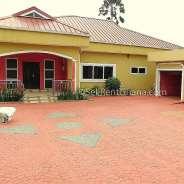 4 Bedroom House with 2 Bedroom boysquaters for Ren
