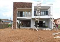 5 bedrooms house selling at comm.18