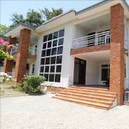 5 bedroom townhouse with a swimming pool