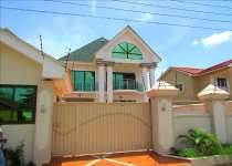 5 bedroom Townhouse selling @ westlegon