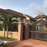 5 bedroom house with boys quoters for sale
