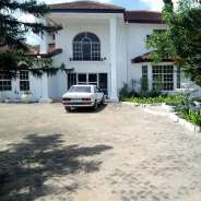 7 bedroom wiylth Outhouse at East Legon