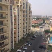 Executive 3 bedroom at Golf court, airport