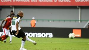 Ghana's forward Andre Ayew scores a penalty during the 2017 Africa Cup of Nations group D football match between Ghana and Uganda in Port-Gentil on January 17, 2017.  By Justin TALLIS (AFP)