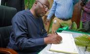 Bawumia Signs Shehu Shagari Condolence Book