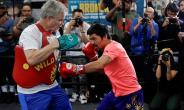 Manny Pacquiao trains for WBA welterweight title fight