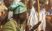 The delegation carrying the warrior bees, being led by the chief of Kumbungu Naa Abu Iddirisu heading towards Yendi