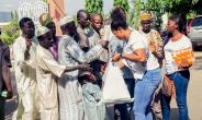 Chioma Uzofoh Feeds beggars on the Streets of Abuja