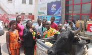 Nana Kwasi Wadie Esly II [in kente] came to present a cow to Adom TV because of Kumkum Bhagya