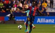 Emmanuel Boateng in action for Levante