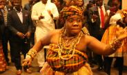 Pictures shows the guests admiring a Ghanaian cultural performance at the reception
