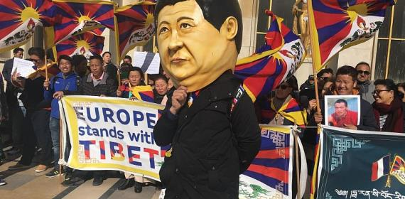 Tibetans and Uighurs urge Macron to pressure Xi Jinping on human rights