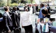President Akufo-Addo waving at NDC demonstrators in London on Saturday