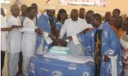 Bishop Kumordji with the Ministers cutting the Anniversary cake