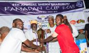 Dr Sharabutu (3[SUP]rd[/SUP] L) presenting the silverware to the winners
