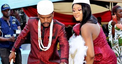 Abuja Blogger Causes Stare As He Showers Bundles Of Money AtAlexreports Traditional Wedding
