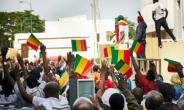 12 people were hurt when police tried to break up an opposition demo in Bamako.  By Michele CATTANI (AFP)