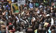 Tens of thousands of supporters attended the mock inauguration of Kenyan opposition leader Raila Odinga in Nairobi on January 30.  By TONY KARUMBA (AFP)