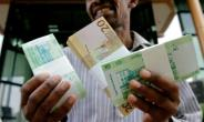 The Sudanese pound has lost about 60 percent of its value on the black market in the past year.  By ASHRAF SHAZLY (AFP/File)