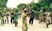 ULIMO fighters performing a war dance west of the capital Monrovia.  By ALAIN BOMMENEL (AFP/File)