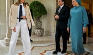 US First Lady Melania Trump (L) is welcomed by Egyptian President Abdel Fattah al-Sisi (C) and his wife Intissar Amer (R) upon arrival at the Presidential palace in the Egyptian capital Cairo.  By DOUG MILLS (POOL/AFP)