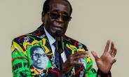 Zimbabwe's President Robert Mugabe speaks in Masvingo on December 17, 2016.  By Jekesai NJIKIZANA (AFP/File)