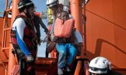 A child being transferred to the Aquarius.  By LOUISA GOULIAMAKI (AFP)