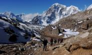 A South African who attempted to climb Mount Everest without permission has been arrested in Nepal where he faces a $22,000 fine -- double the cost of the permit he was trying to avoid.  By ROBERTO SCHMIDT (AFP/File)