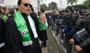 Algerian lawyers demonstrate against ailing President Abdelaziz Bouteflika in the centre of the capital Algiers on March 23, 2019.  By RYAD KRAMDI (AFP)