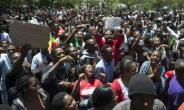 As Robert Mugabe's 37-year rule drew to a close, students rallied on November 20 to demand the University of Zimbabwe withdraw the doctorate it controversially awarded to his wife, Grace.  By - (AFP)