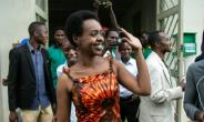 Diane Rwigara waves as she leaves the High Court on December 6 after judges dropped charges against her. The prosecution says it will appeal..  By Cyril NDEGEYA (AFP)