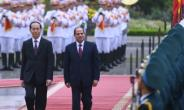 Egyptian President Abdel Fattah al-Sisi (2nd L) is in Hanoi for a two-day visit -- the first ever by an Egyptian leader -- aimed at drumming up business ties with the country.  By HOANG DINH NAM (AFP)