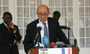 French Foreign Minister Jean-Yves le Drian announces aid and weapons for the Central African Republic.  By  (AFP)