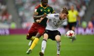 Germany's forward Timo Werner (R) challenges Cameroon's defender Ernest Mabouka during the 2017 FIFA Confederations Cup group B football match June 25, 2017.  By Yuri CORTEZ (AFP)