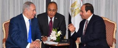 Israeli Prime Minister Benjamin Netanyahu (L) meets with Egyptian President Abdel Fattah al-Sisi in New York on September 18, 2017.  By HO (AFP)