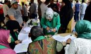 Lebanese nationals in Ivory Coast voted for the first time Sunday in parliamentary elections back home.  By ISSOUF SANOGO (AFP)
