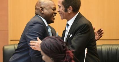Masisi (L) and Khama have fallen out and Khama has formed a new party.  By MONIRUL BHUIYAN (AFP/File)