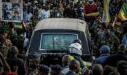 Mourners line the streets of Soweto as a hearse carrying the body of Winnie Mandela makes its way through the township.  By GULSHAN KHAN (AFP)