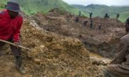 Self-employed miners digging for cassiterite near Numbi in hilly eastern Democratic Republic of Congo..  By Griff Tapper (AFP/File)