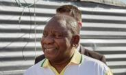South African President Cyril Ramaphosa smiled and chatted with passengers when he got stuck for hours on a commuter train heading to the capital Pretoria.  By RODGER BOSCH (AFP)