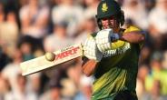 South Africa's AB de Villiers plays a shot during the T20 international cricket match between England and South Africa at The Ageas Bowl in Southampton, on the south coast of England, on June 21, 2017.  By Glyn KIRK (AFP)
