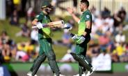 South Africa's David Miller (L) and Faf du Plessis celebrate scoring their centuries against Australia during the third one-day international.  By WILLIAM WEST (AFP)