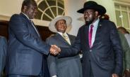South Sudan's president, Salva Kiir, right, shakes hands with arch-rival Riek Machar at talks in Entebbe last Saturday. Ugandan President Yoweri Museveni is centre.  By SUMY SADURNI (AFP)