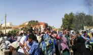 Sudanese protest in Khartoum's twin city of Omdurman on Sunday, despite a nationwide state of emergency.  By - (AFP)