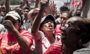 Supporters of the Malagasy opposition presidential candidate Marc Ravalomanana took to the streets to protest against the result of last week's presidential election.  By RIJASOLO (AFP)