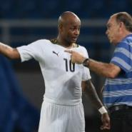 Ghana's midfielder Andre Ayew (L) speaks to Ghana's coach Avram Grant during the 2015 African Cup of Nations final football match between Ivory Coast and Ghana in Bata on February 8, 2015. AFP PHOTO / CARL DE SOUZA