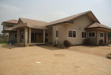 4 bedroom house on 3 plots for sale at Oyarifa nea