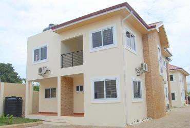 6 units 4 bedroom townhouses renting @ tesano