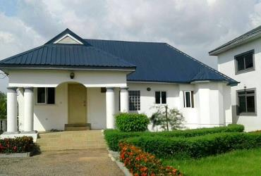 6 bedroom house plus 3beds boys quaters